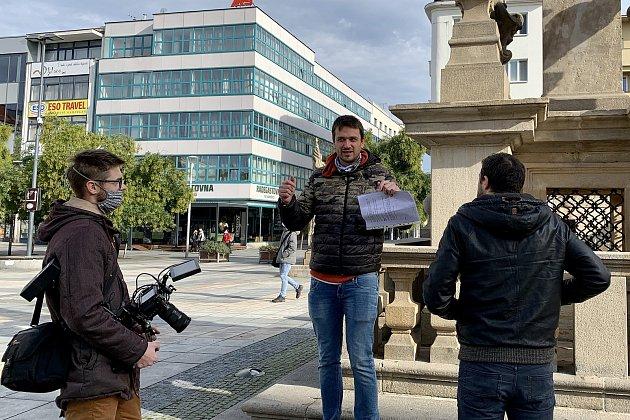 Režisér Tadeáš Daněk zBlanska (na snímku uprostřed) se vdokumentárních snímcích věnuje itématům, která jsou obrazem dnešní doby.