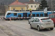 Problémový železniční přejezd v Blansku má nahradit most. Ilustrační foto.