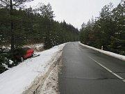 Nárazem do stromu skončila v sobotu brzo ráno jízda osmadvacetiletého muže. Ten s autem Audi A3 na trase Hrádkov – Vratíkov nezvládl řízení a při projíždění levotočivé zatáčky vyjel mimo silnici, kde se zastavil až nárazem o strom.