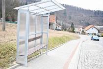 Cestující v Lažánkách ochrání přístřešky.
