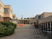 Historie lysické základní školy sahá až do první poloviny sedmnáctého století. V současné době ji navštěvuje přes čtyři sta padesát žáků. Nejen z Lysic, ale i z Černé Hory nebo Kunštátu. Často pak studují na středních školách v Brně.
