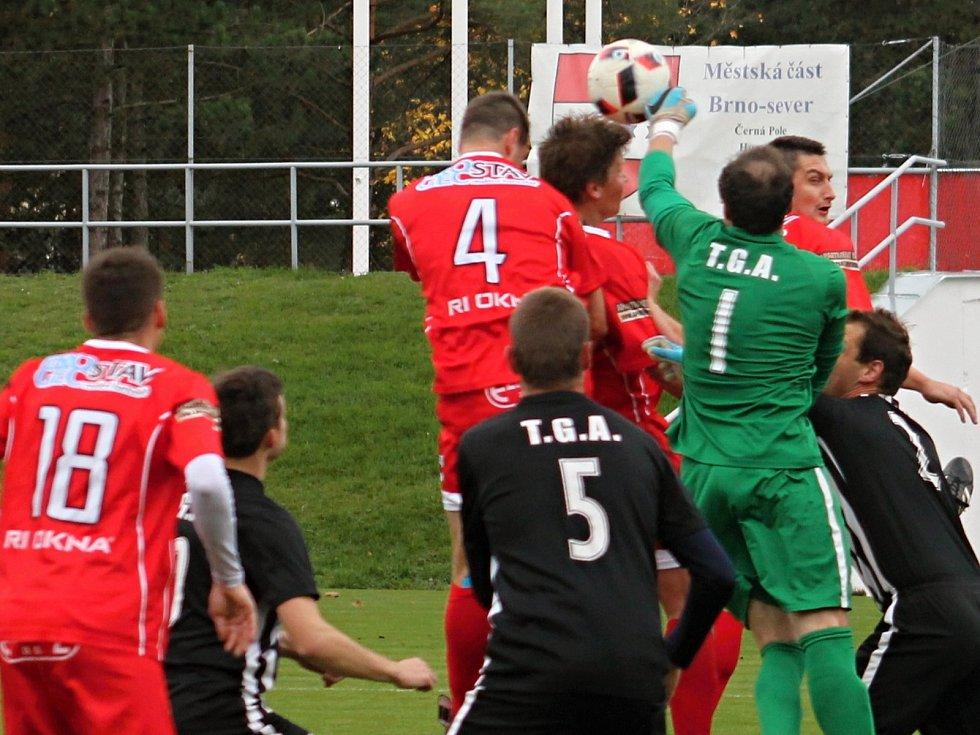 Ve fotbalové I. A třídě, skupině A porazil vedoucí tým tabulky Start Brno (v červeném) FK Kunštát 5:3.