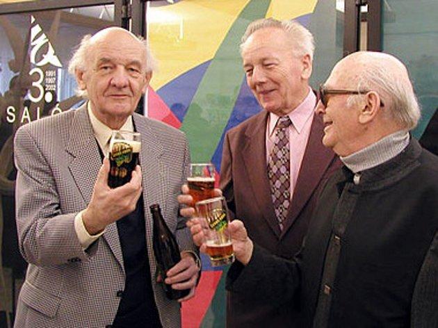 Na snímku Antonín Juračka (vlevo) na zahájení výstavy Sdružení Q v roce 2002.
