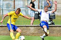 Ve třetím kole Moravskoslezské ligy fotbalisté Blanska (bílé dresy) porazili Fastav Zlív B 1:0.