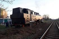 Ve Veselí nad Moravou vykolejila historická parní lokomotiva.