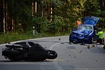 Tragicky skončila v sobotu odpoledne dopravní nehoda na silnici I/19 mezi obcemi Rozseč a Hodonín. Před půl třetí odpoledne se tam čelně srazil skútr s osobním autem. Na motorce jel dvaadvacetiletý mladík, který na místě těžkému zranění podlehl.