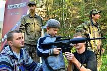 Milovníci zbraní se sešli v letovickém airsoftovém areálu, kde se konala akce nazvaná Zastřelená sobota. Zájemci si vyzkoušeli střelbu na terč ze vzduchovky, z flobertky nebo si zastříleli z airsoftové zbraně.