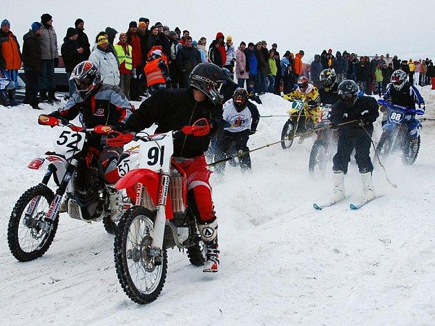 Předčasně ukončený závod motoskijöringu v Okrouhlé