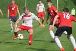 V utkání D skupiny Moravskoslezské fotbalové divize FK Blansko (v červeném) prohrál s SFK Vrchovina 1:2.
