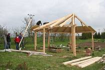 Škole se na vylepšení zahrady podařilo získat sto tisíc korun od Jihomoravského kraje.