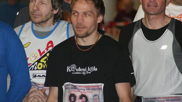 Robert Šamonil (uprostřed)