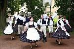 V Česku je několik stovek obcí, které mají v názvu slovo Lhota nebo Lhotka. Od roku 1981 se pravidelně setkávají.