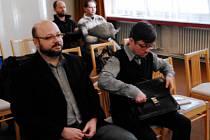 Boskovický úředník Filip Kincl (vlevo) dostal u soudu čtyři roky. Advokát Čestmír Sekanina (vpravo) podmínku.