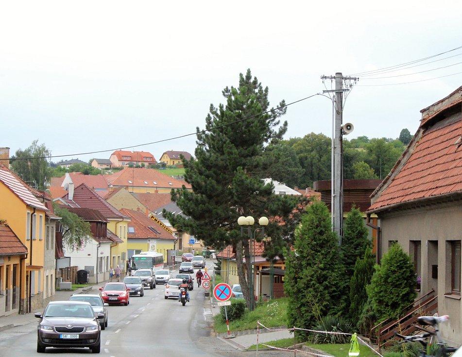 Hustý provoz způsobený objížďkou obtěžuje obyvatele Černé Hory.