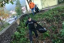 Za Adamov čistější. Při této akci sbírají pravidelně dobrovolníci na jaře a na podzim odpadky na volných prostranstvích v Adamově už několik let.