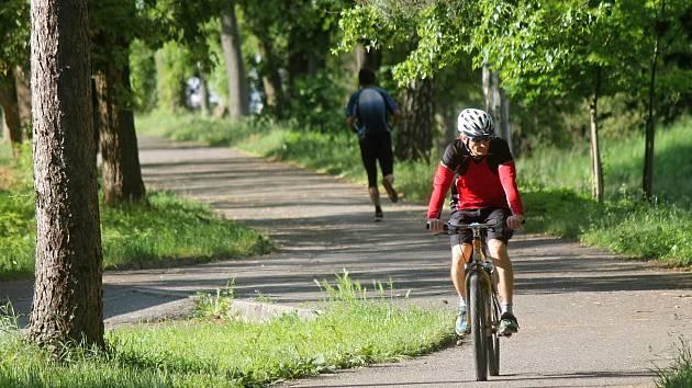 V Blansku vede cyklostezka podél řeky Svitavy. Dělníci se letos mají pustit do její další části, v úseku od zimního stadionu k tenisovým kurtům.