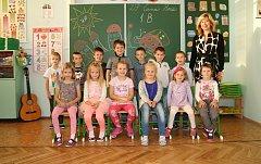 Žáci 1.B ze ZŠ Černá Hora s paní učitelkou Janou Holcnerovou.
