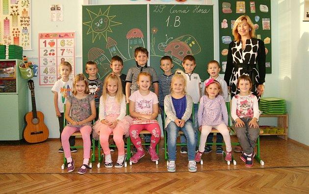 Žáci 1.B ze ZŠ Černá Hora spaní učitelkou Janou Holcnerovou.