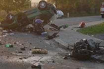 Tragická nehoda  u Lipůvky. Jeden muž zemřel na místě, těžce zraněná žena z automobilu zemřela další den v nemocnici. Třetí muž je hospitalizován s těžkými zraněními.