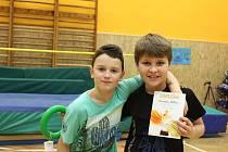 Děti na základní škole Erbenova soutěžily ve skoku vysokém. Diplomy dostali i nejlepší sportovci školy.