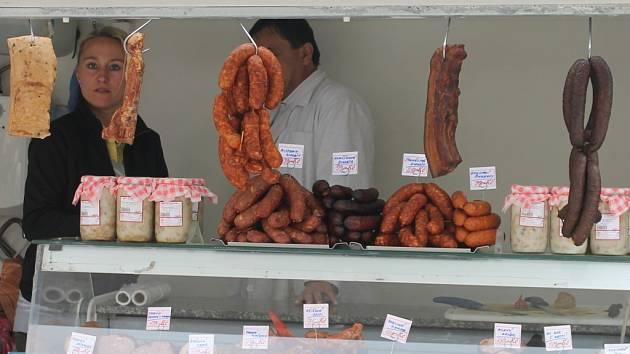 Jednou měsíčně si Boskovičtí a také lidé z okolí nakoupí na farmářských trzích.
