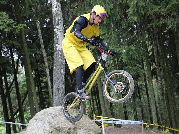 Blanenský biketrialista Martin Kakáč.