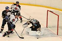 Okresní derby krajské hokejové ligy Sokol Březina - Minerva Boskovice se hrálo na zimním stadionu ve Vyškově. Vítězstvím 4:0 splnili hosté z Boskovic roli favorita.