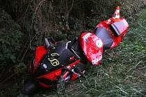 U Svinošic loni zemřel po střetu s autem čtyřiačtyřicetiletý motorkář.