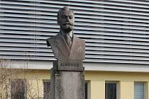 Josef Hybeš (1850, Dašice – 1921, Brno) byl rakouský, český a československý sociálně demokratický politik a novinář. Blanenští mu 22. května 1960 odhalili před budovou Dělnického domu pomník.