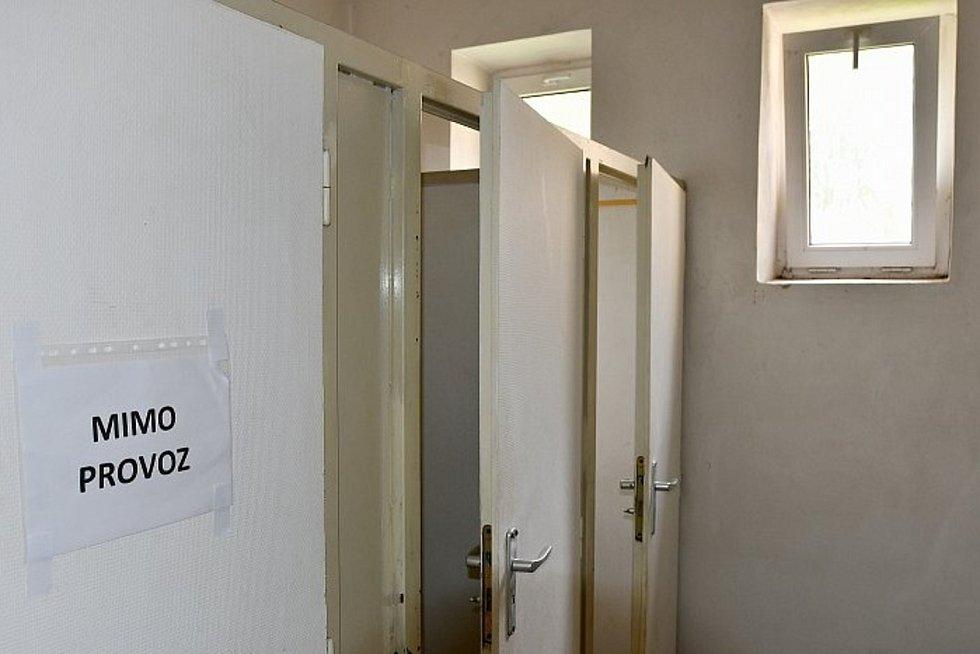 Ve sportovní hale v Mlýnské ulici opraví toalety.