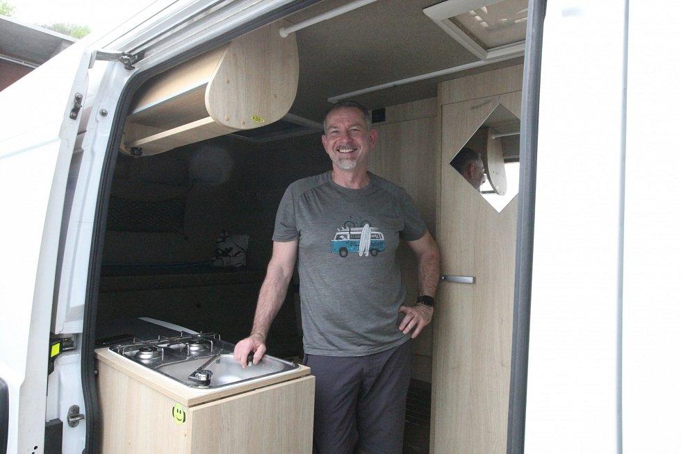 Pavel Jirků z Adamova na Blanensku už v obytném autě najel s dětmi a manželkou podle svých slov přes sto tisíc kilometrů.