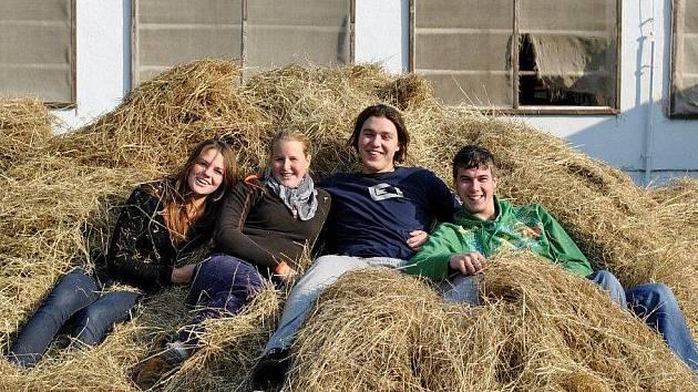 Čtyřlístek studentů z Boskovic, kteří vyhráli celostátní veterinární soutěž.