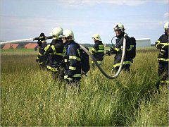 SDH JEDOVNICE. Jedovničtí dobrovolní hasiči mají i díky dobré spolupráci s obcí slušné vybavení. Nyní chtějí zažádat o dotaci na vyprošťovací zařízení.