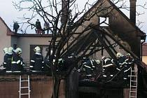 Druhý stupeň požárního poplachu a zásah devíti jednotek hasičů si  vyžádal požár stavení v Brťově-Jenči na Blanensku.