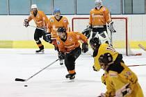 Hokejisté HC Blansko (v oranžovém) - ilustrační foto.