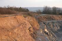 V kamenolomu poblíž obce Újezd u Boskovic došlo před časem k sesuvu půdy. Podle odborníků za něj mohla podmáčená skládka. Těžaři musí zajistit přeložku elektrického vedení.