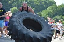 Tlačení auta, převracení těžkých pneumatik nebo přenášení obrovských nádob. I to lidé uvidí na akci siláků s názvem Boskovický strongman.
