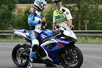 Při víkendové dopravně bezpečnostní akci si policisté posvítili na motorkáře.