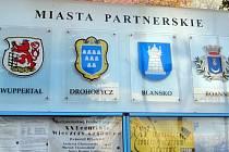 Fotbalisté, policisté, umělci, členové vedení města Legnica. Všichni se díky meziměstskému partnerství pravidelně účastní akcí v Blansku. Blanenští zase na oplátku jezdí do Polska.