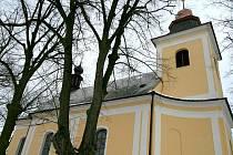 Kostel v Deštné nahradil původní kostelík, který v obci stával ještě před třicetiletou válkou. Ilustrační fotografie.