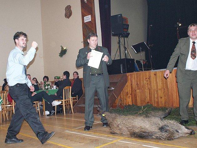 Myslivecký ples ve Vanovicích.