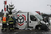 Na železničním přejezdu ve Svitávce se v pátek před devátou hodinou ráno srazil rychlík s dodávkou. Řidič z auta stihl vystoupit. Nikomu se nic nestalo.