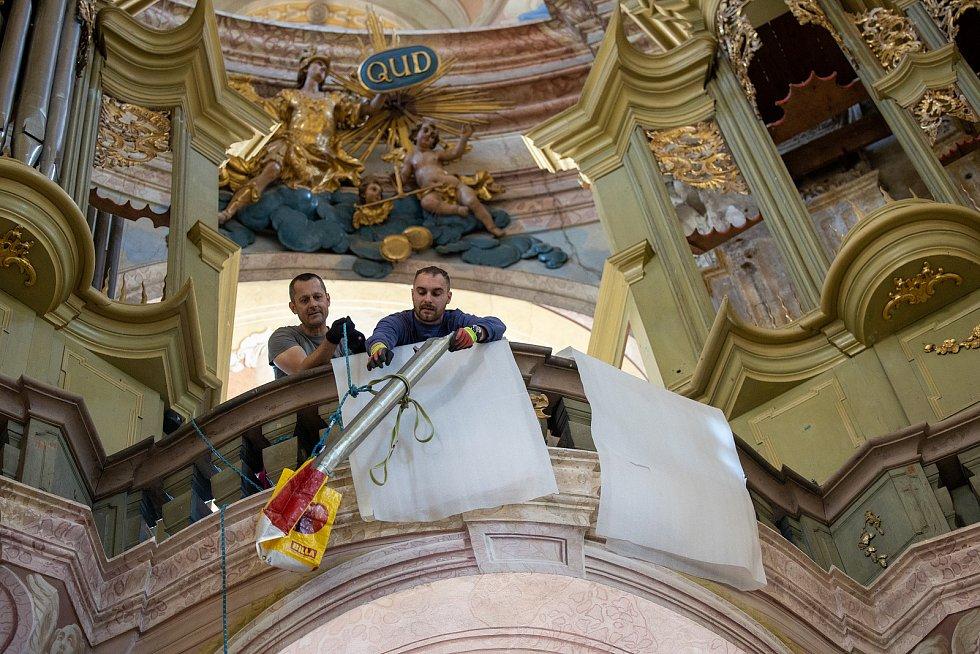 Varhany ze Křtin už odvezli restaurátoři. V Lomnici jim vrátí hlas.