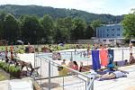 V Blansku otevřeli akvapark. Přišlo několik set lidí.