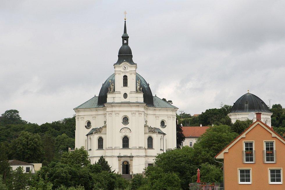 Prázdný kůr i historické skříně. Více než dvě stě padesát let staré varhany z barokního chrámu ve Křtinách na Blanensku jsou již odvezené v restaurátorské dílně.
