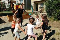 Oblíbené Mateřské centrum Veselý Paleček uspořádalo Den dětí v prostorách  nové přírodní zahrady.