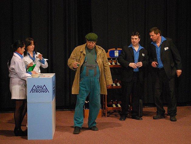 Premiéru hry Za sušenou vodou uvedou v sobotu ochotníci ve Velkých Opatovicích. Alchymistická hříčka odzbrojí publikum i písničkami.