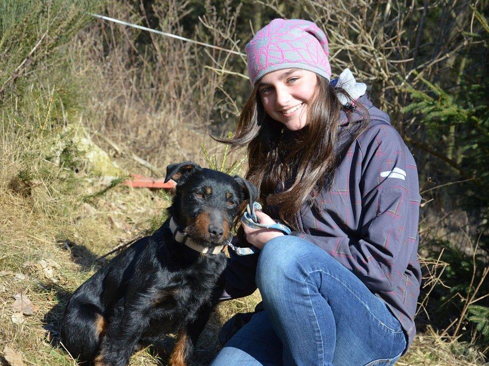 Blanenský kynologický klub Agility pořádal v neděli Pochod lesem se psem. Pejsci i jejich pánové pochodovali pět kilometrů od Přehrady Palava po chalupu na Horčničkách v Horní Lhotě, kde si pak užili spoustu zábavy při plnění různých soutěžních úkolů.