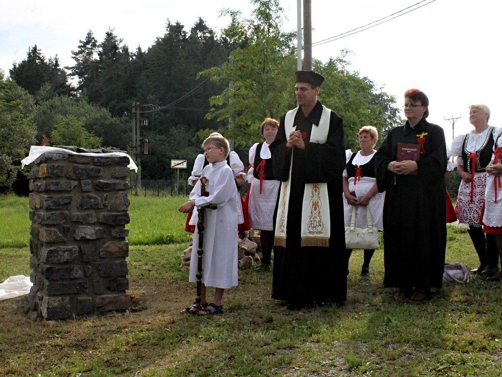 V Rudici v pátek požehnali stavbě nové Boží muky a zapálili Husovu hranici.
