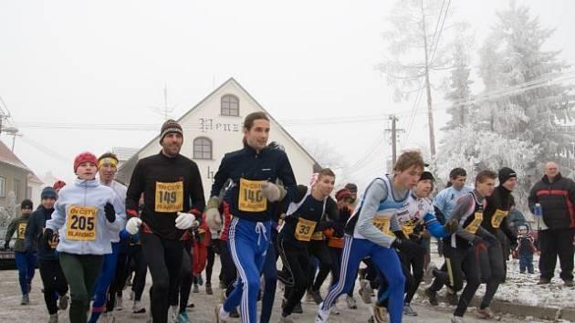 Hromadný start Hraběnčina běhání v Petrovicích.